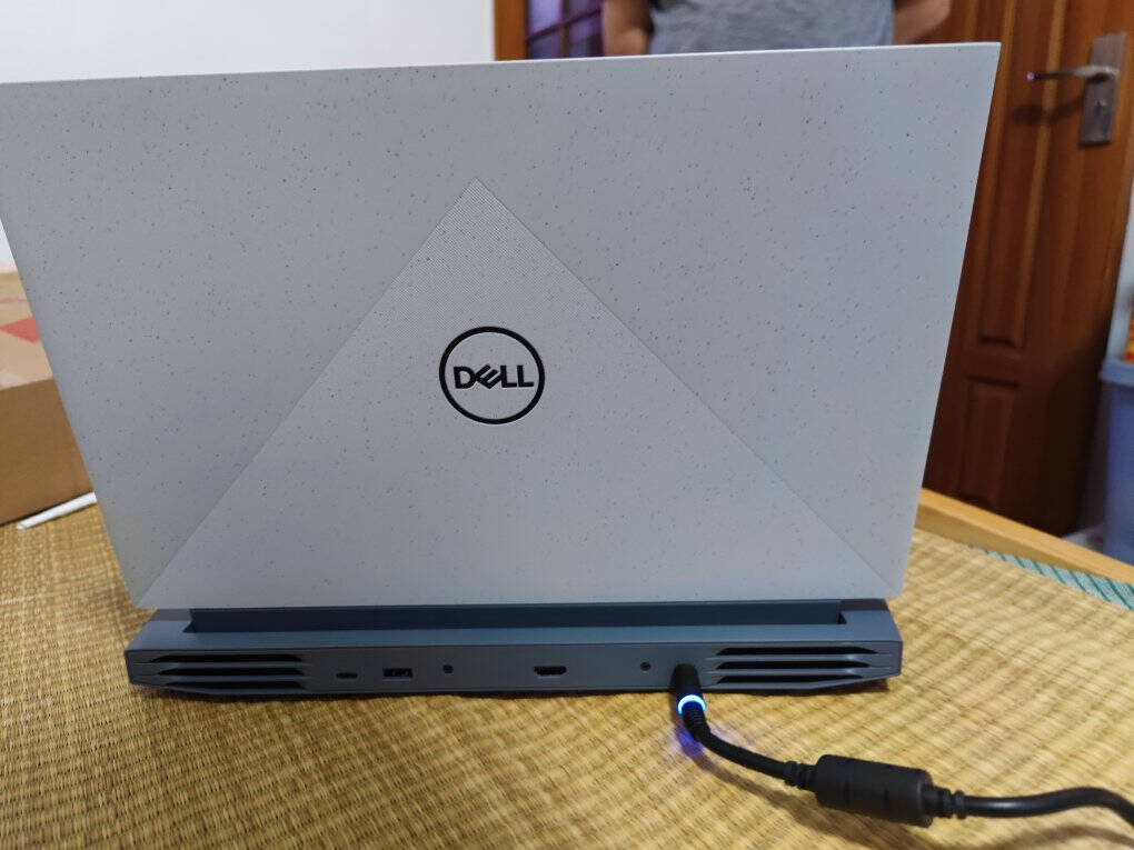 戴尔(DELL)游匣G1515.6英寸窄边框游戏笔记本电脑(8核R7-5800H16G512GRTX3060165Hz100%sRGB)皓英灰