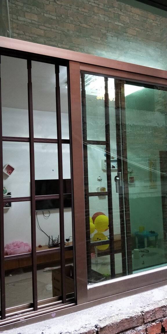免打孔防盗窗网高层阳台室内置飘窗隐形儿童安全防坠落护栏可拆卸奶白色窗洞高度93-108(1支)