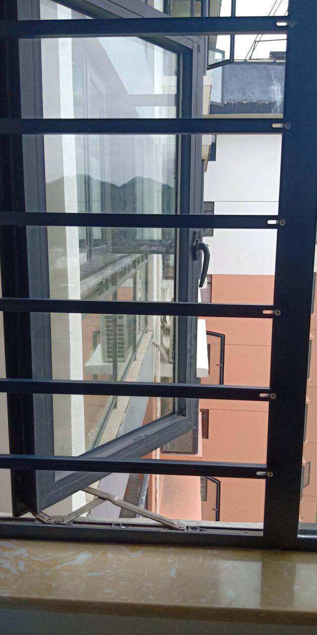 隽美免打孔窗户防护栏飘窗防盗窗隐形防护网阳台栏杆安全窗围栏深空蓝灰色50-60厘米/1根