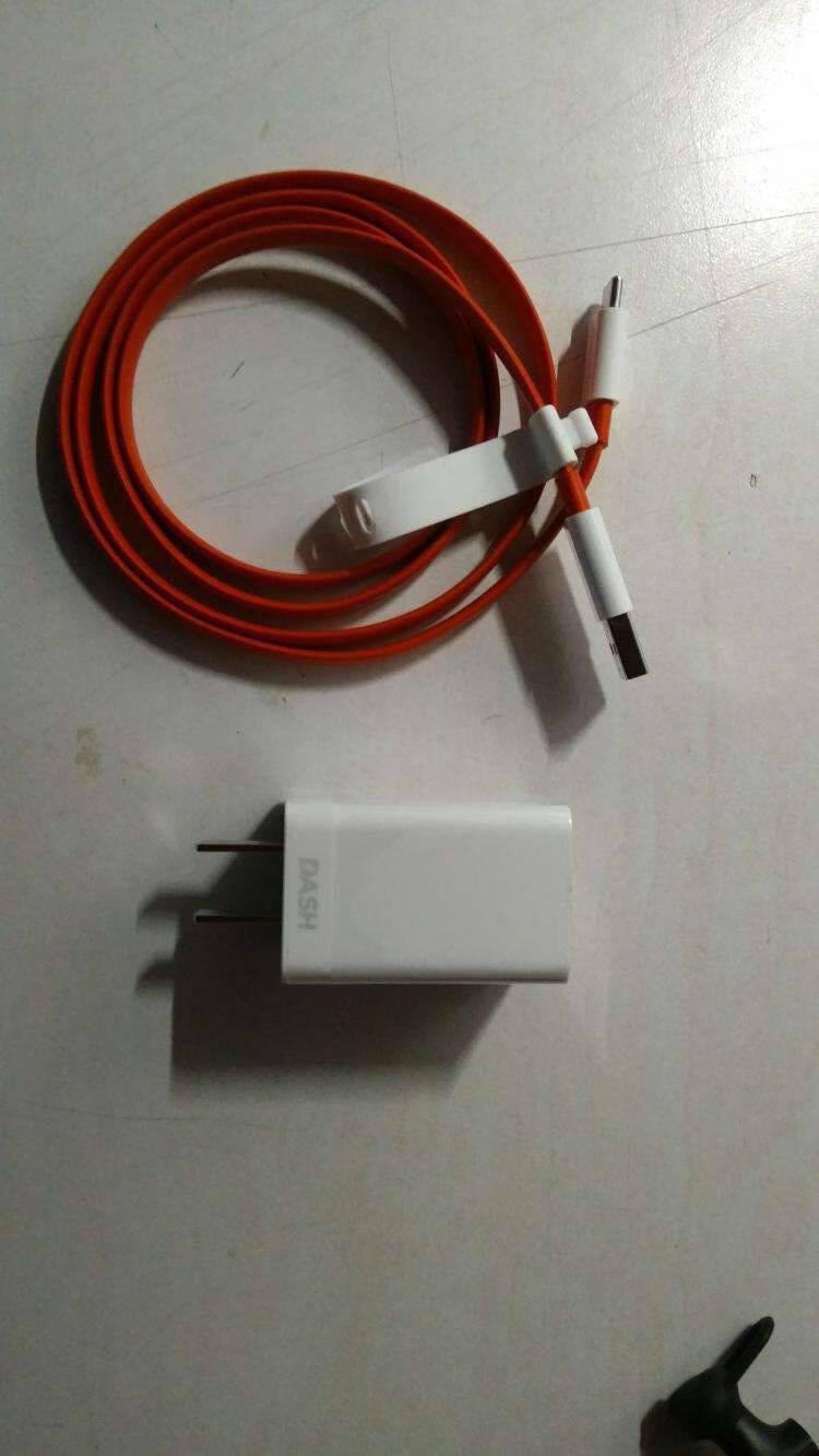一加Warp闪充Type-C数据线(100cm)