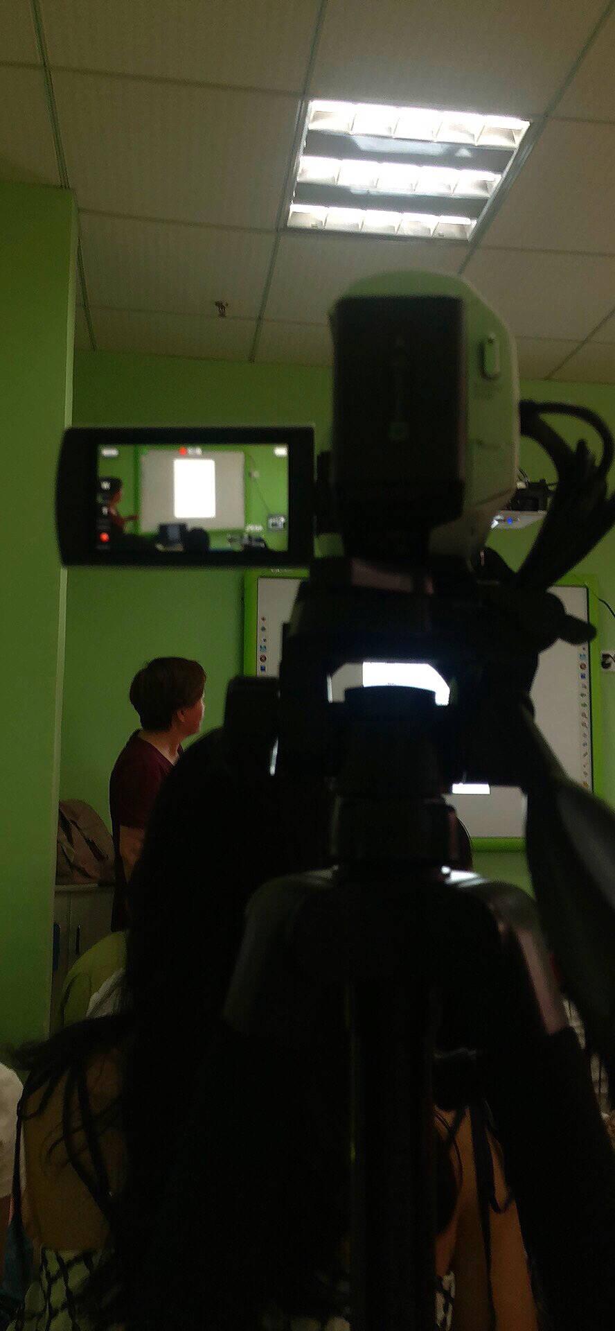 索尼(SONY)HDR-CX680高清数码摄像机5轴防抖30倍光学变焦(白色)家用DV/摄影/录像