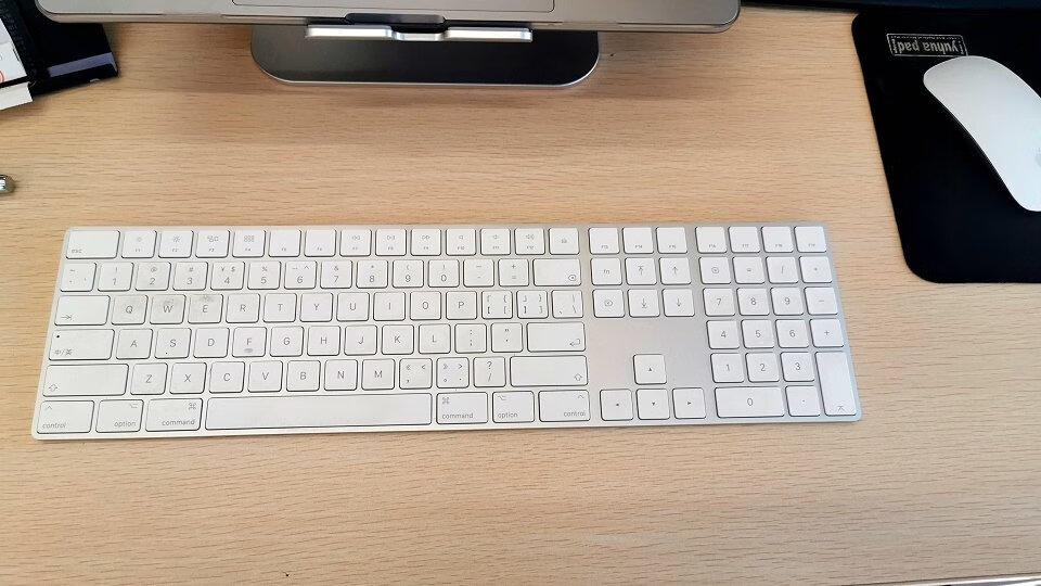 Apple带小键盘妙控键盘,和苹果电脑很好配合用