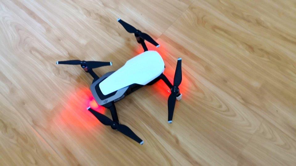 大疆御Mavic Air便携无人机,360°拍摄便携分享