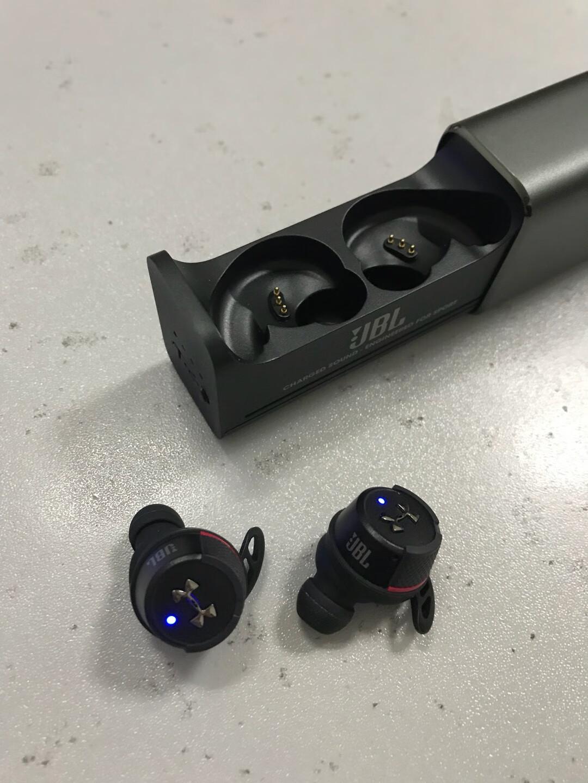 JBL UA FLASH小黑盒安德玛联名款,真无线运动蓝牙耳机