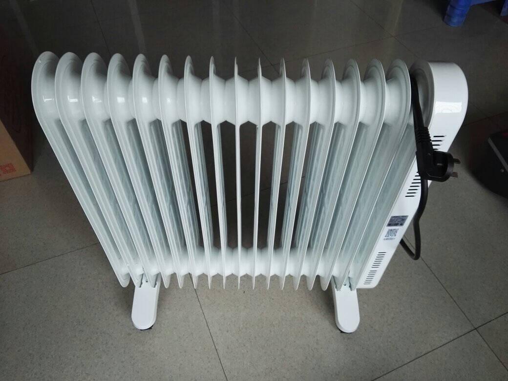 格力(GREE)电油汀取暖器电暖器家用取暖气17片油丁电暖气烤火炉速热暖气片客厅卧室烘干衣加湿暖风机NDY19-S6130大面积10㎡-40㎡