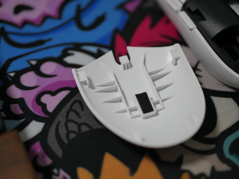 罗技(G)G304LIGHTSPEED无线鼠标游戏鼠标轻质便携吃鸡鼠标绝地求生鼠标宏白色12000DPI