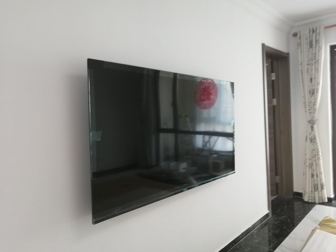 飞利浦70英寸超高清液晶电视,配有家长喜欢的抗菌遥控器