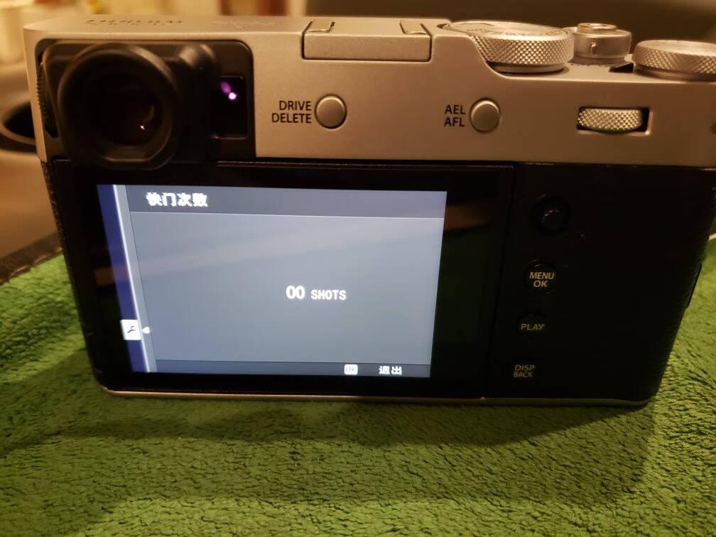 富士(FUJIFILM)X100V/x100v数码相机/旁轴造型APS-C画幅大底照相机/翻折屏银色