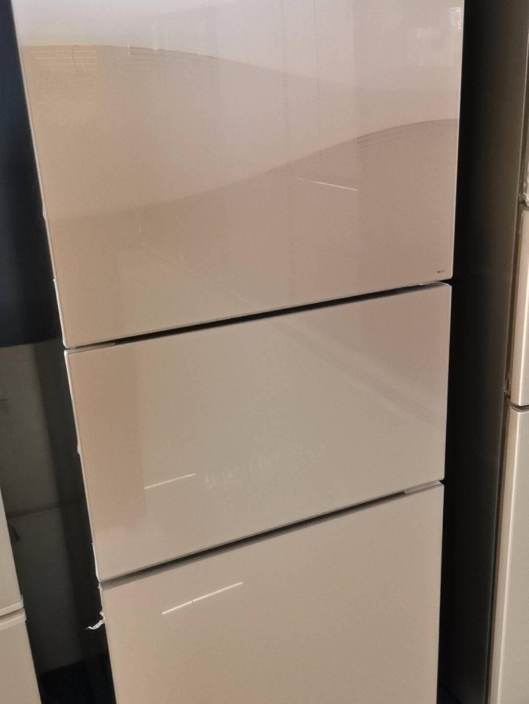 美的(Midea)215升三门多门家用电冰箱风冷无霜节能省电低音净味保鲜小冰箱BCD-215WTM(E)