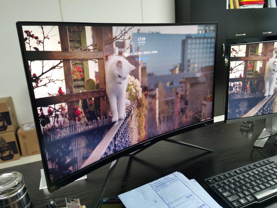 飞利浦31.5英寸曲面屏显示器,玩游戏看电影更有沉浸体验