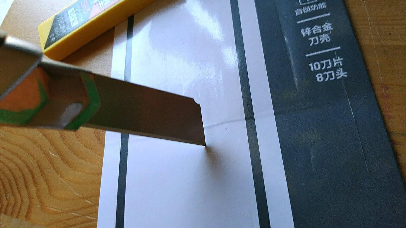 得力(deli)锌合金美工刀套装裁纸刀1把+合金钢美工刀片1盒办公用品33416