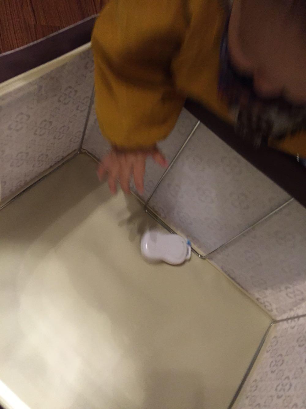 white tennis shoes in winter 00244720 women