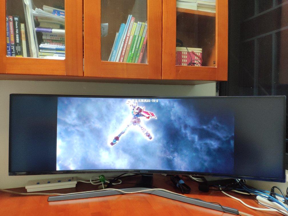 三星玄龙骑士48.9英寸带鱼屏,144Hz刷新曲面量子点