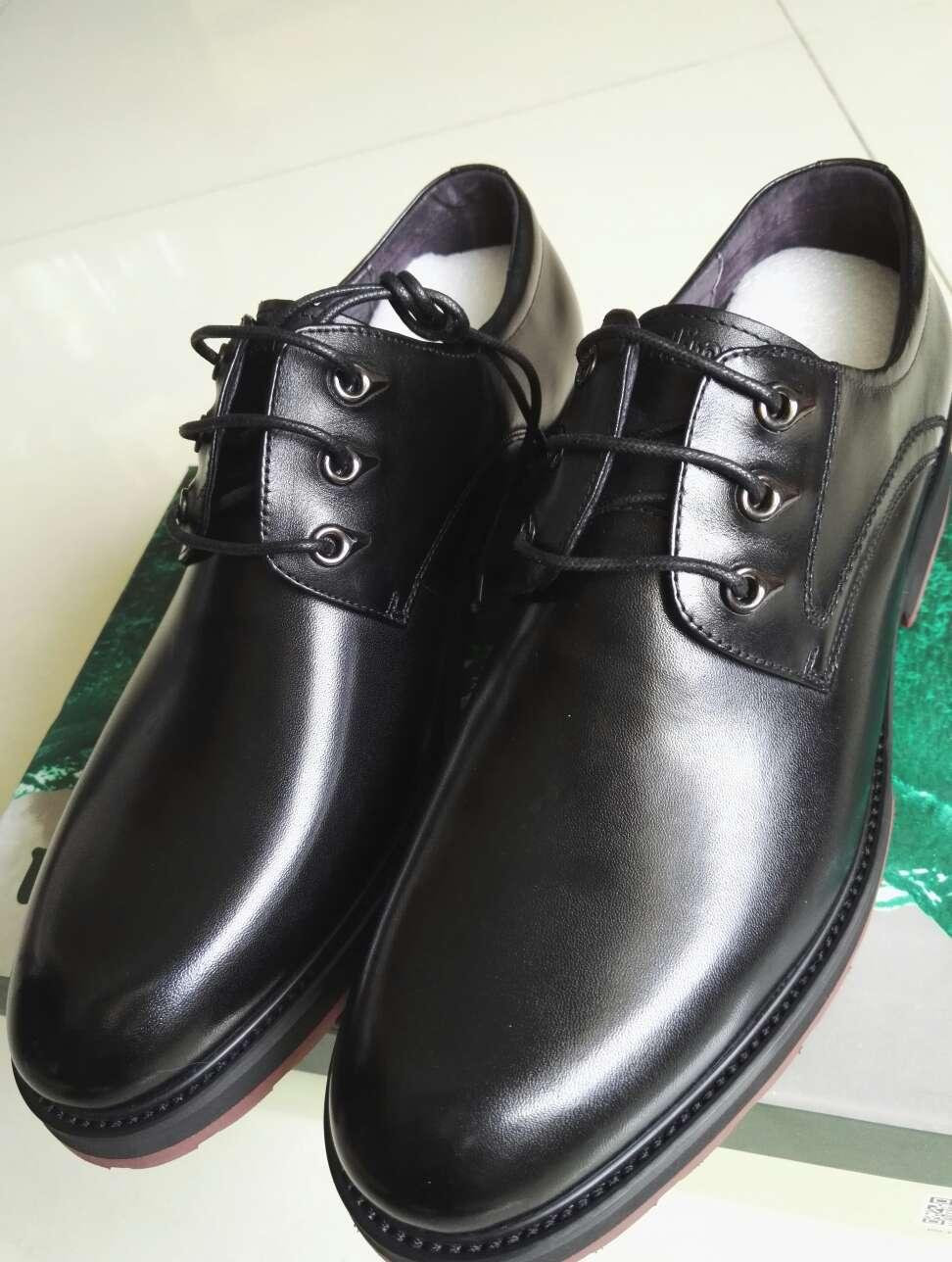 Chaussures assez atmosphérique, le travail n\'est pas mal.Le poids est modérée, le numéro de code légèrement.La semelle est relativement souple, élastique, mais légèrement plus dur dessus. air jordan black cat 4 airmax97 0917399 discountonlinestore