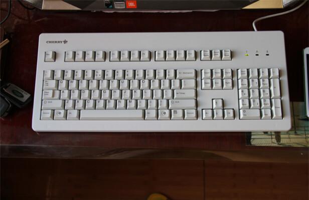 CHERRY G80-3000LPCEU-0跟雷蛇猎魂光蛛竞技版区别是??哪个做工比较好?哪个倍感舒适
