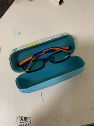 米家儿童防蓝光护目镜和米家防蓝光护目镜有何区别,尺码哪款比较准确?哪个十分结实