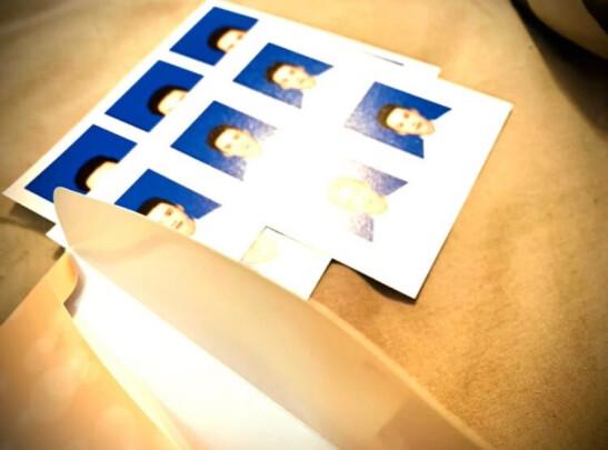 富士2英寸证件照与亮丽照片有啥区别?哪款颜色更加纯正?哪个十分好用?