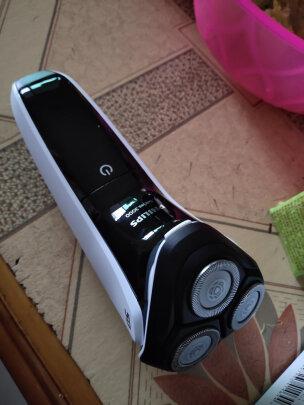 飞利浦S3103/06跟博朗3系300电动剃须刀(黑)哪个好,动力哪个比较强?哪个优质好用?