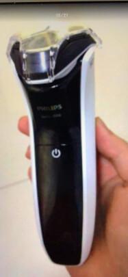 飞利浦S3103/06对比博朗3系300电动剃须刀(黑)究竟哪个更好?哪款充电比较快,哪个风格独特?