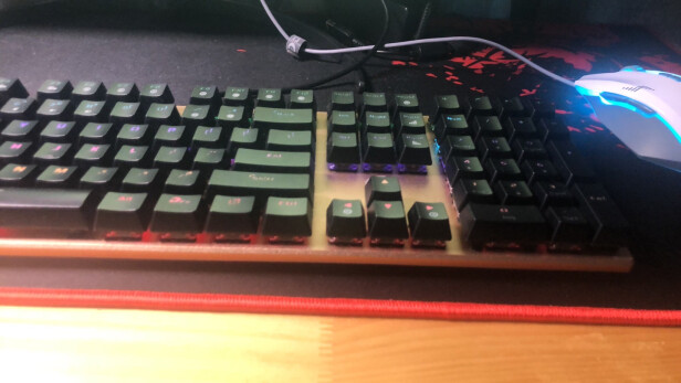 达尔优108键混光版与AJAZZ AK33到底区别很大吗,手感哪款更好?哪个灯光炫酷