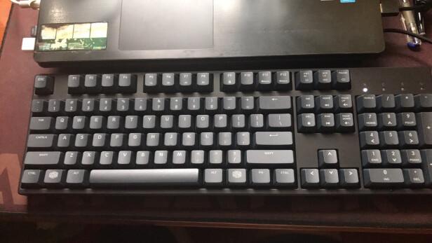 酷冷至尊SGK-4035-KKCR1-US与G521 黑色 C红轴究竟区别明显吗,哪个手感更加好?哪个低调奢华