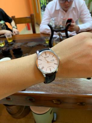 西铁城自动机械男表跟卡西欧男士手表有哪些区别,哪款档次更加高,哪个漂亮时尚?