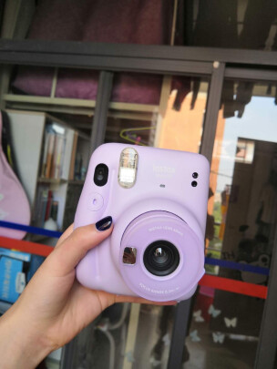 INSTAX mini 11好不好,颜色艳丽吗,反应灵敏吗?