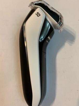飞利浦S3103/06跟博朗3系300电动剃须刀(黑)究竟有啥区别,清理哪个更加方便,哪个使用舒适?