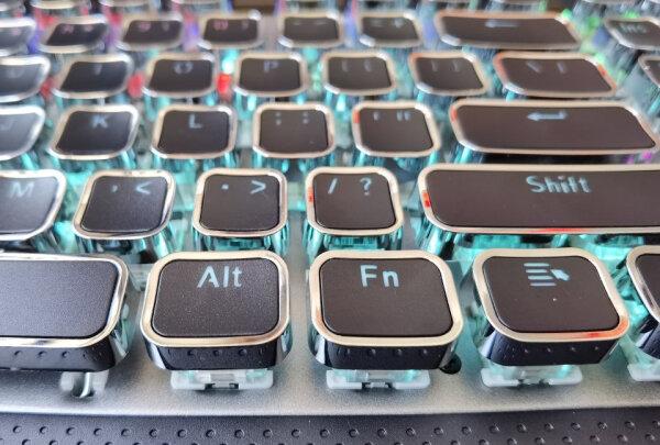 狼蛛F2088 银黑 茶轴与MSI GK50Z 电竞键盘到底区别明显不,做工哪款比较好?哪个倍感舒适