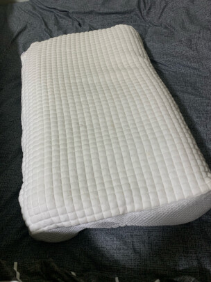 京东京造蜂窝无压安睡枕 波浪款怎么样?回弹够不够强,尺寸适宜吗?