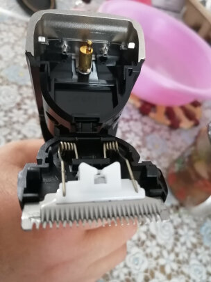 飞利浦QC5130和飞利浦HC1099/15究竟哪个好点?哪款震动比较小?哪个老少皆宜?