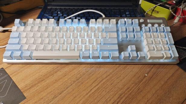 黑爵AK35I 蓝白 黑轴与雷神无线游戏机械键盘红轴KL30R有明显区别吗,按键哪款舒服,哪个质量上乘