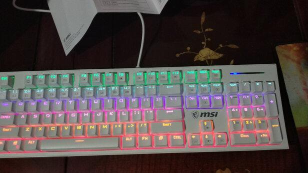 MSI GK50Z 电竞键盘跟黑爵ak33有明显区别吗?手感哪个比较好?哪个倍感舒适?