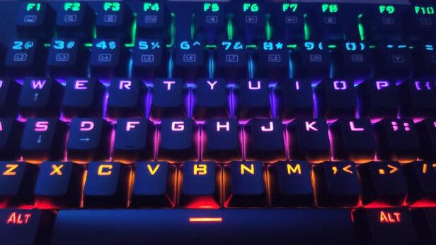 雷神KG3104幻彩游戏机械键盘对比AJAZZ 机械战警有本质区别吗?哪款手感比较好?哪个声音清亮