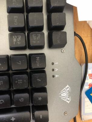 狼蛛T101游戏套装 混光 黑和双飞燕FG1010区别明显吗,手感哪个好?哪个按键舒服