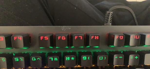 黑爵守望者Ⅱ 黑色 青轴与Logitech K400 Plus哪个更好?手感哪个更好,哪个玩游戏必备?