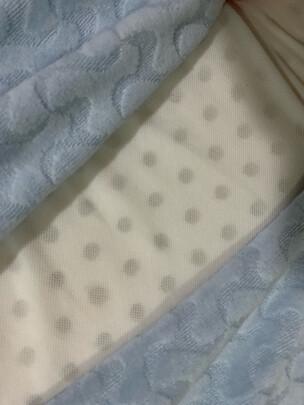佳奥J13B04和九洲鹿枕头区别大不大?哪款透气性更强?哪个尺寸适宜