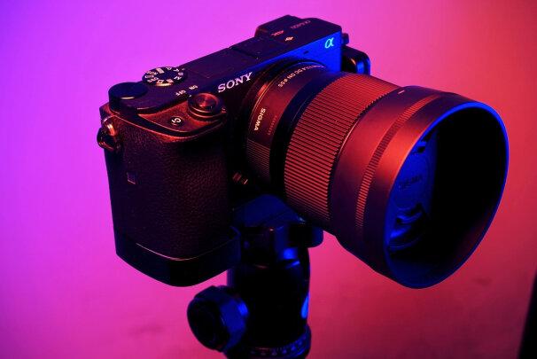 适马56mm F1.4 DC DN|Contemporary跟索尼SEL35F18到底区别大吗?哪个清晰度比较高,哪个锐度俱佳