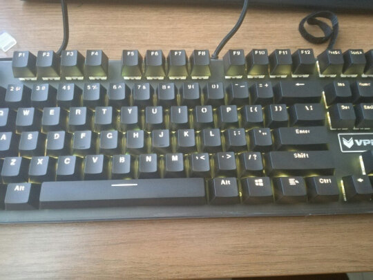 雷柏V700RGB合金版跟罗技K380多设备蓝牙键盘有啥区别?哪个做工比较好,哪个十分酷炫