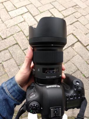 适马18-35mm F1.8 DC HSM与索尼SEL35F28Z有明显区别吗?虚化效果哪个好?哪个做工精细?