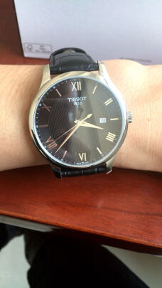 天梭男士手表对比天梭石英女表到底区别大不大?质感哪个比较好?哪个佩戴舒服?