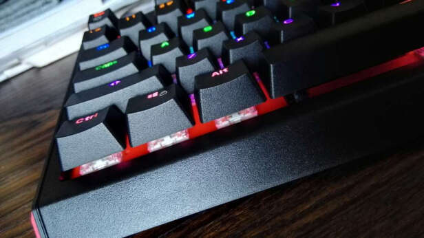 雷柏V500L和狼蛛F2088 银黑 青轴哪个更好?哪个按键舒服?哪个按键舒服?