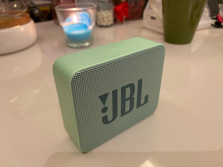 小巧的JBL蓝牙音箱,防水精致适合户外便携用