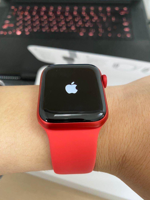 时尚女朋友生日送什么礼物好,苹果红色款智能手表推荐