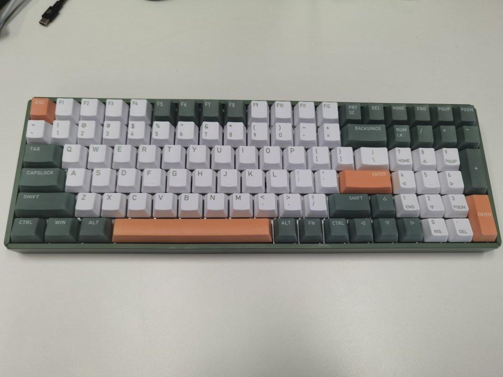 IQUNIX牛油果色双模机械键盘,送女朋友创意生日礼物