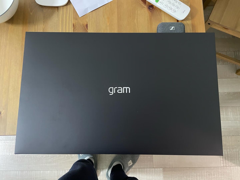 LG17英寸超轻薄窄边框电脑,大身材还能做得非常轻巧