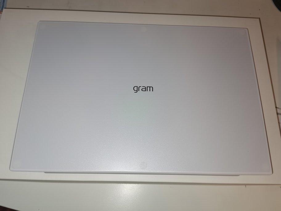 LG gram超轻薄笔记本电脑,非常轻巧高配置款